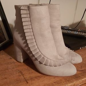 2/$40 Ruffled Gray Booties Size 7.5 Fit like a 7